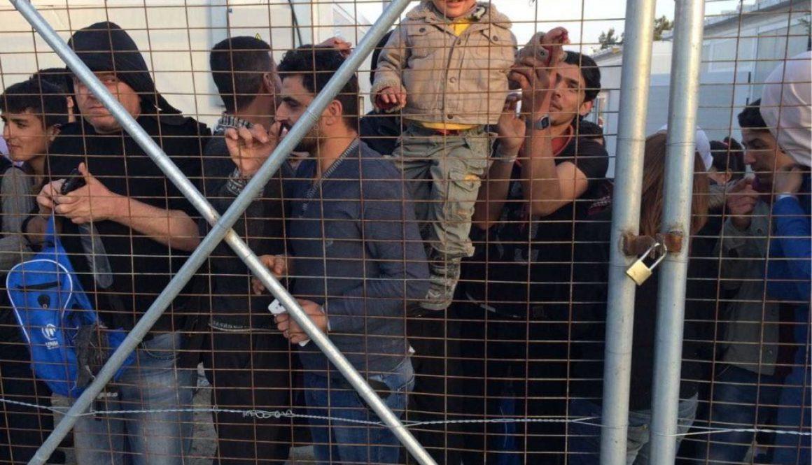 اللاجئون يحتجون على الاعتقالات والحدود المغلقة