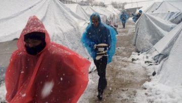 Ελλάδα: Επείγουσα η Ανάγκη να Μετακινηθούν οι Αιτούντες Άσυλο από τα Νησιά