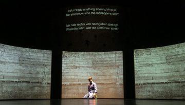 Omar Abusaada und Mohammad Al Attar zeigen: The Factory. Ein Dokumentartheaterabend ueber Kriegswirtschaft waehrend des Krieges in Syrien. Berlinpremiere Volksbuehne: 27. September 2018.