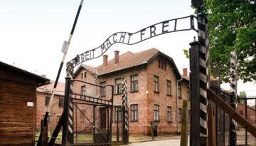 1200px-Auschwitz_I_22_May_2010-2